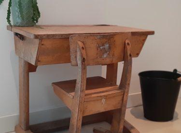 Vintage schooltafeltje met bijpassend stoeltje (S1002)