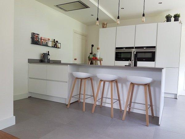 greeploze matwitte keuken naar tevredenheid geleverd in Schaijk, keukens sittard keukens limburg