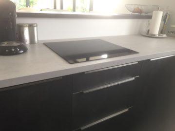 kookplaat keuken grijs wit