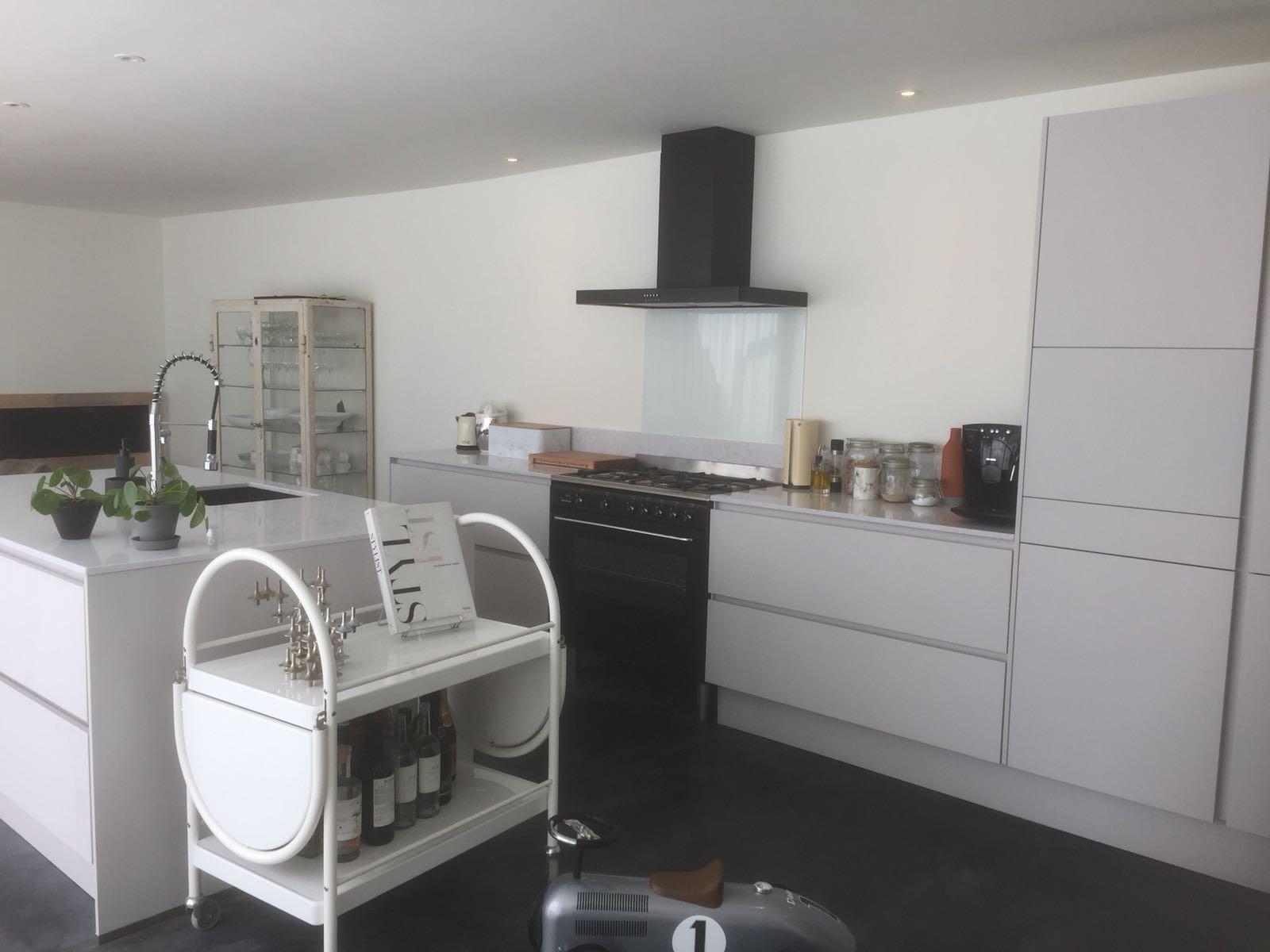 grijze keuken met eiland sittard