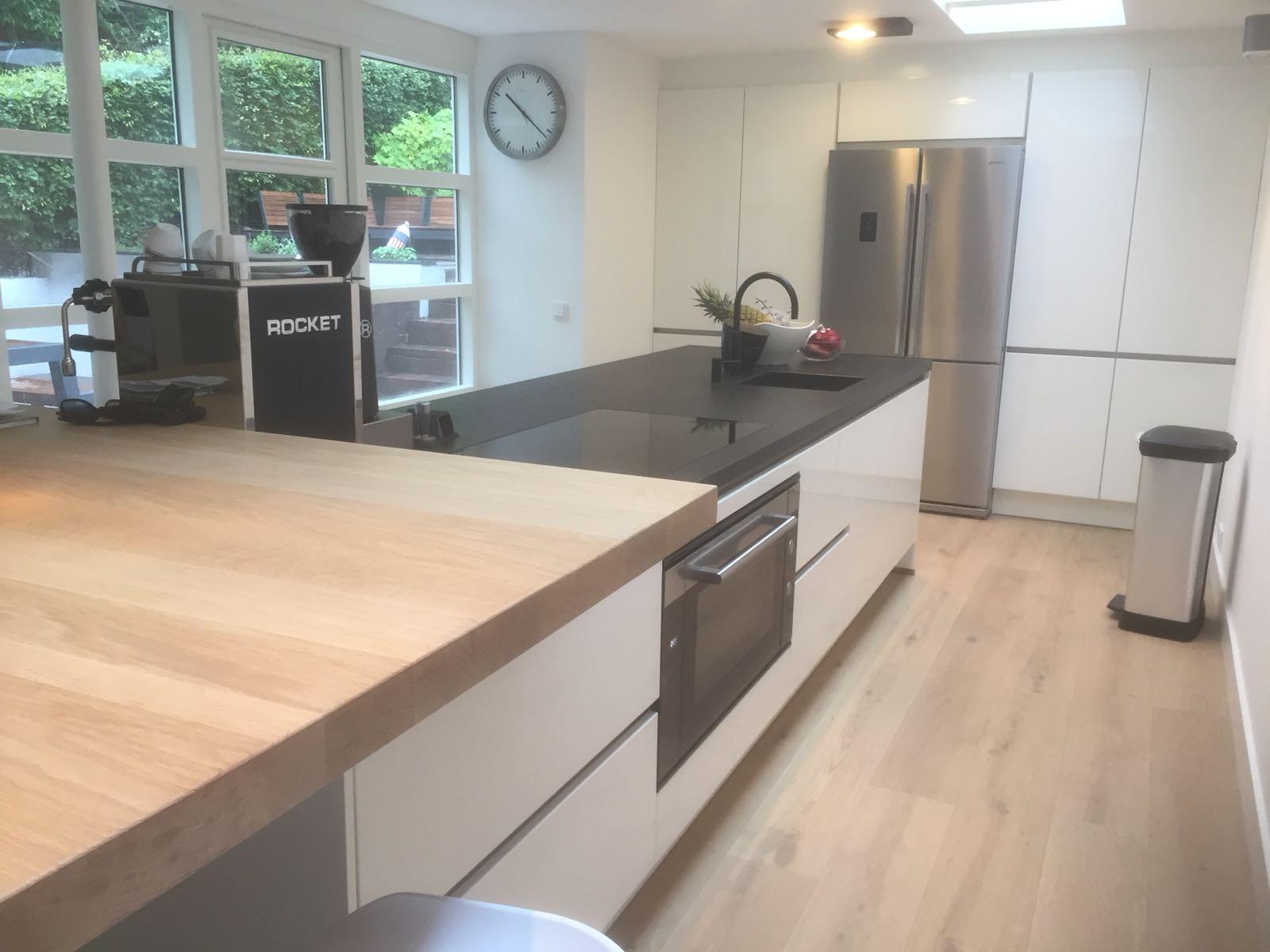 kookeiland keuken modern strak rvs wit hoogglans