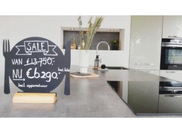 SHOWROOMKEUKEN Nobilia zandbeige/metallic van €13.750,- NU €6.290,-