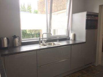 keuken gekocht bij I-Kook Sittard, Keukenmatch, grijze keuken, kunststof werkblad, klantervaring, keukens sittard, keukens limburg