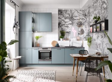 Aquamarijn keuken met terrazzo werkblad