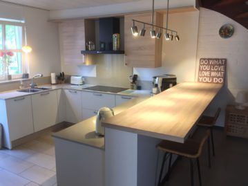 keuken gekocht bij I-Kook Sittard, Keukenmatch, keukenontwerp, positieve klantervaring, keukenopstelling, greeploze keuken, alpine wit, Siemens apparatuur
