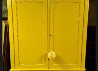 Vrolijke gele biedermeier kast (art.nr. K1010)