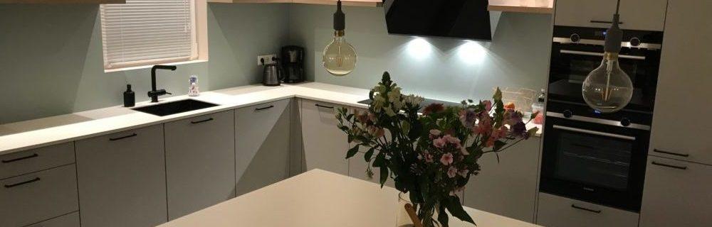 Hedendaags grijze keuken wit blad - Keukenmatch AT-27