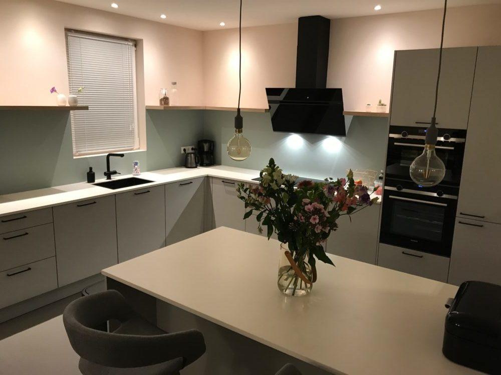 Wonderbaar grijze keuken wit blad - Keukenmatch WE-88